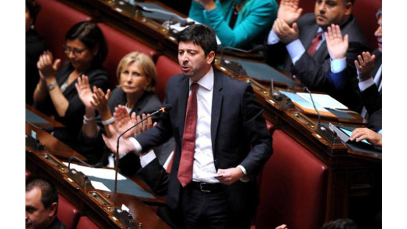 Jobs Act, Matteo Renzi cede alla minoranza Pd